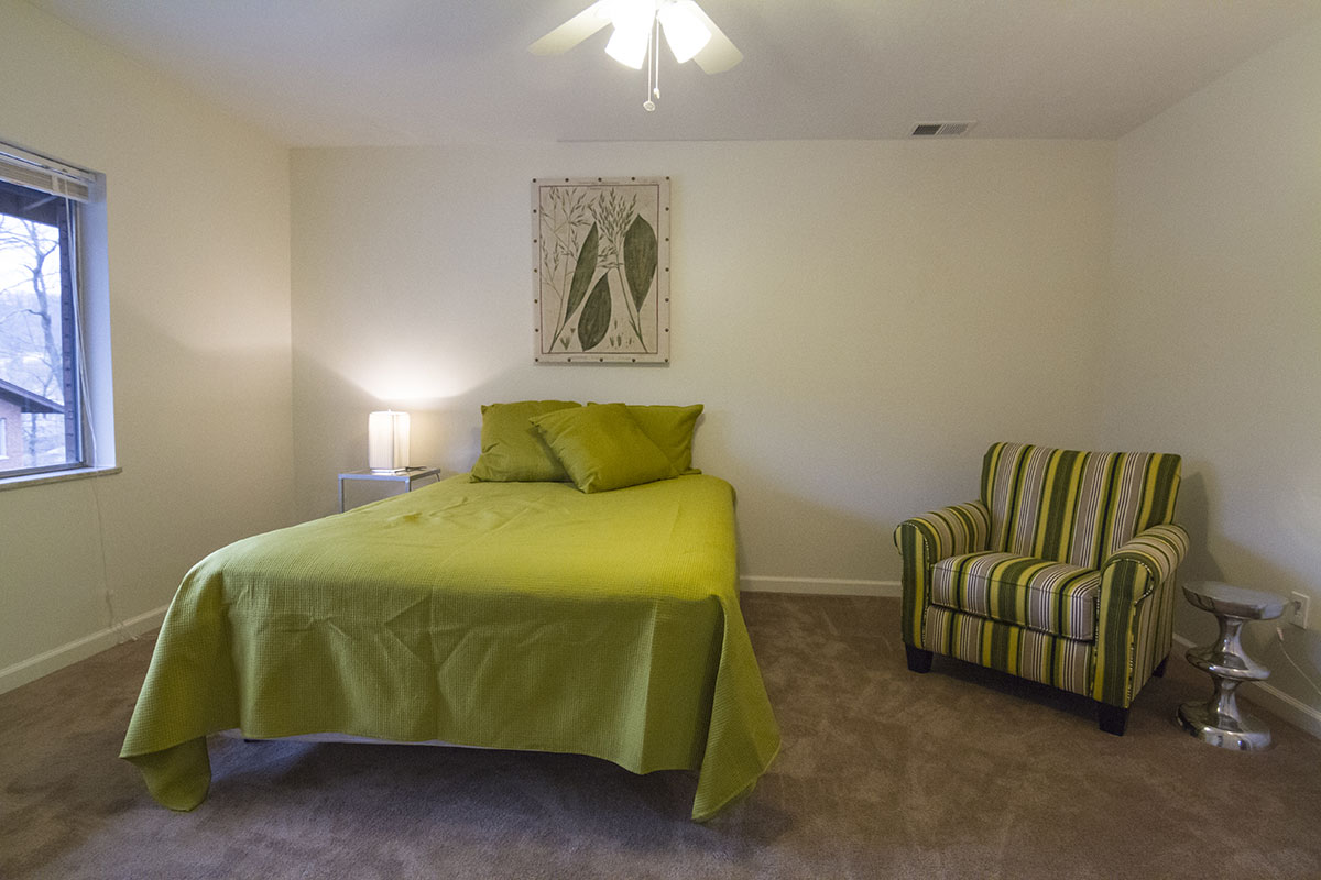 bedroom photo tour of cliffside manor apartments in emsworth